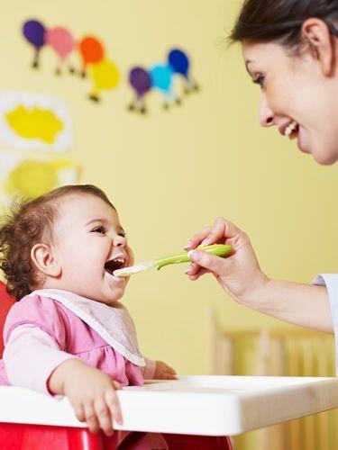 Svezzamento neonati, cosa fare e come farlo